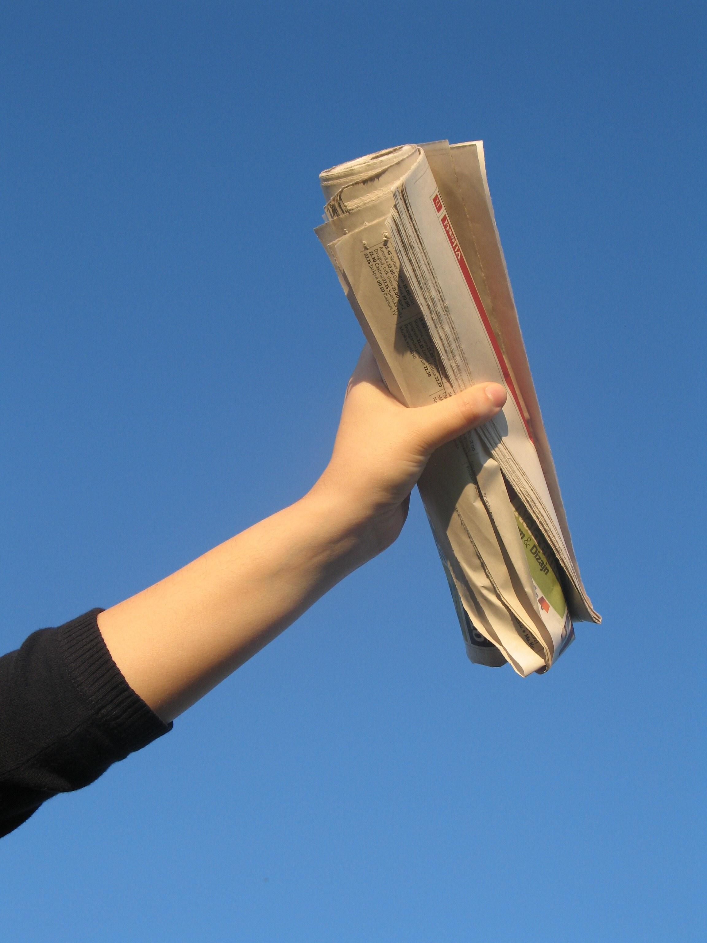 Newspaper editor definition